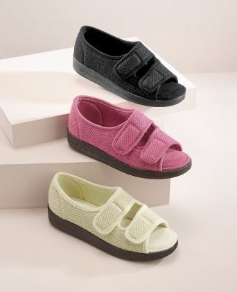 Womens Easy Closure Sandal for Indoors & Outdoors